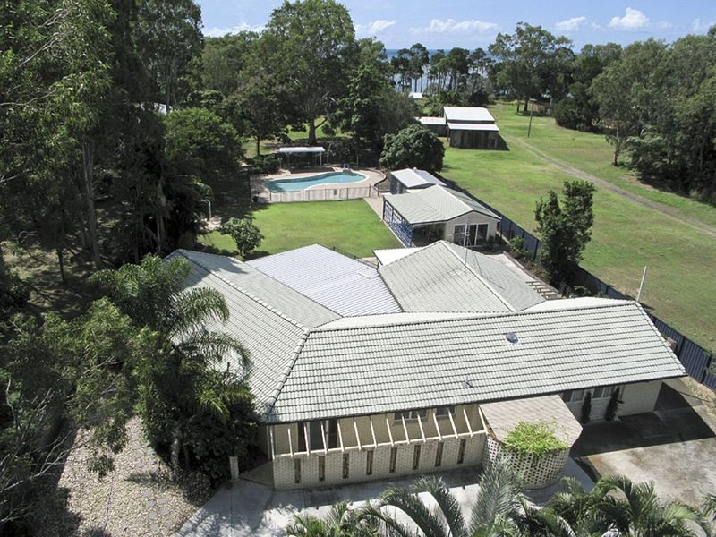The Sanctuary*Toogoom - Beachfront- 5BR- Pool - Aircon, holiday rental in Fraser Coast