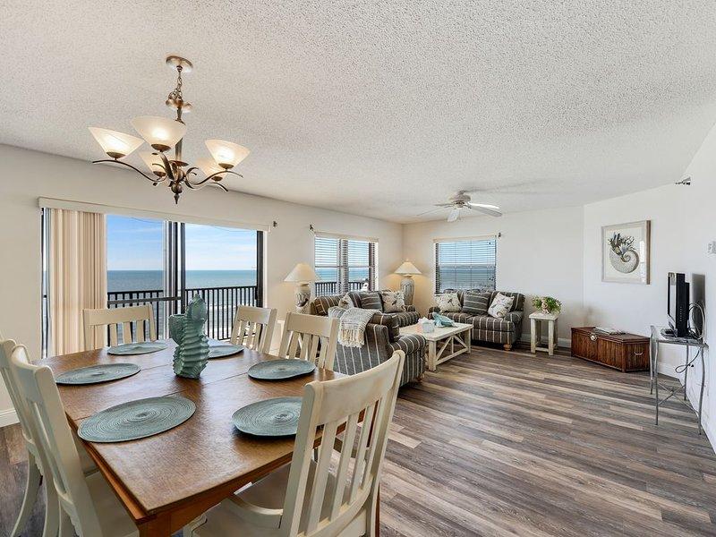 Emerald Isle 603 3 Bed/ 2 Bath TOP FLOOR with AMAZING GULF VIEWS!!!, vacation rental in North Redington Beach