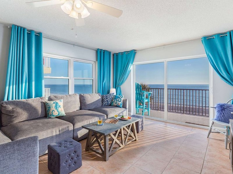 Superb Location on the Beaches of Madeira. Great Corner Unit Views. Beachfront P, vacation rental in Madeira Beach