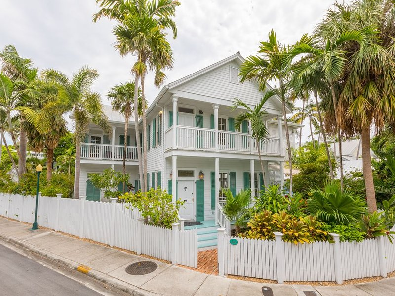 'BEACH HOUSE'~ Stunning 4B/4Ba Home with Private Pool in Truman Annex!, holiday rental in Stock Island