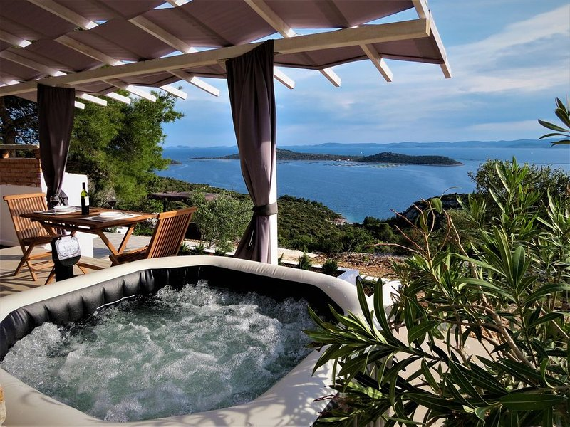 Villa Kornati is romantic stone house with stunning view on Kornati islands., holiday rental in Pasman Island
