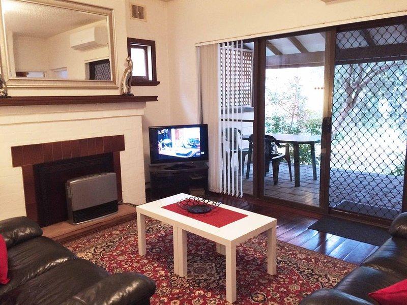 Kenata-Fairway Apartment 2 Ground floor next to UWA Free Wi-Fi, holiday rental in Nedlands