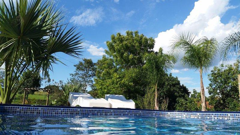 Aconchegante casa de campo para até 40 hóspedes com piscina e churrasqueira., holiday rental in Sao Pedro