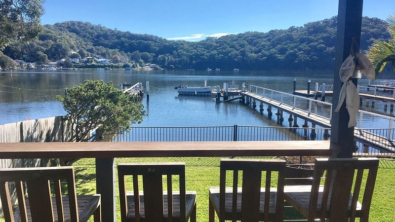 Illoura On The Bay - Modern Waterfront Bungalow, vacation rental in Woy Woy