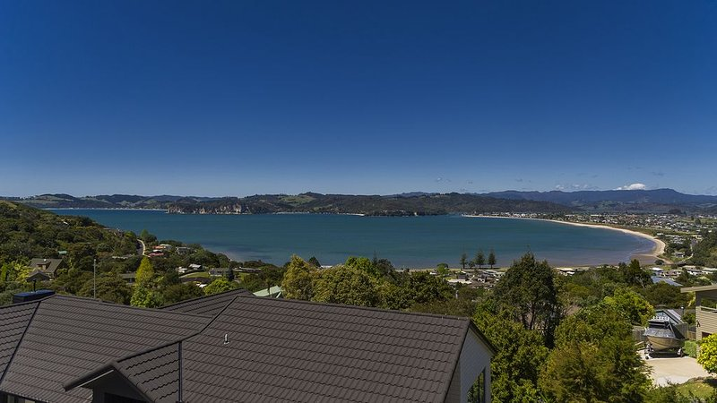 Ocean View -  Modern 2 bedroom apartment with stunning ocean views, Wifi and Sk, holiday rental in Whitianga