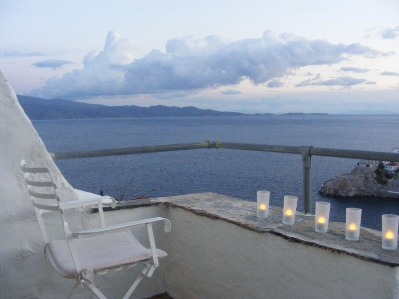 Magic Views, comfort, discretion and long optimal hosting experience, holiday rental in Hydra
