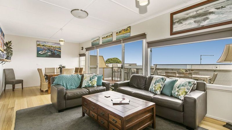 THE PERFECT BEACH HOUSE- MCCRAE, vacation rental in McCrae