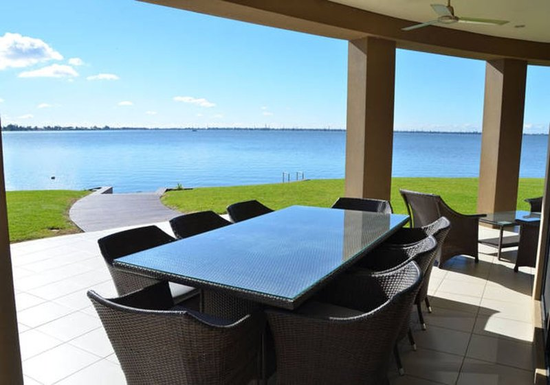 Cypress House on Lake Mulwala from $100 per person per night(terms app), holiday rental in Mulwala