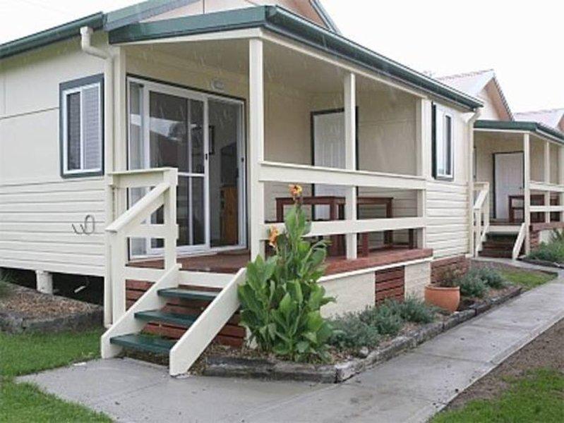 Murunna Cottages No 1 Bermagui (Stringybark). A delightful 2 bedroom cottage ., holiday rental in Barragga Bay