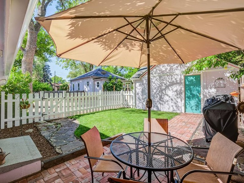 1BR♥Colorado Cottage Charm♥Hiking and Broadmoor, holiday rental in Fort Carson