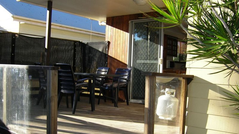 Unwind with easily accessible natural wonders and cool shops in Wynnum & Manly, casa vacanza a Coochiemudlo Island