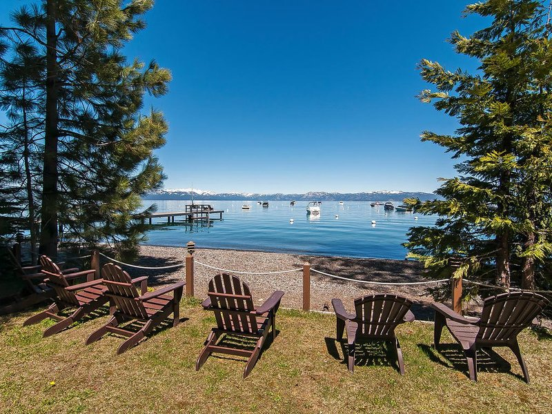Lakefront Ski-in/Ski-out Modern Serenity in Homewood with Stunning views, location de vacances à Homewood