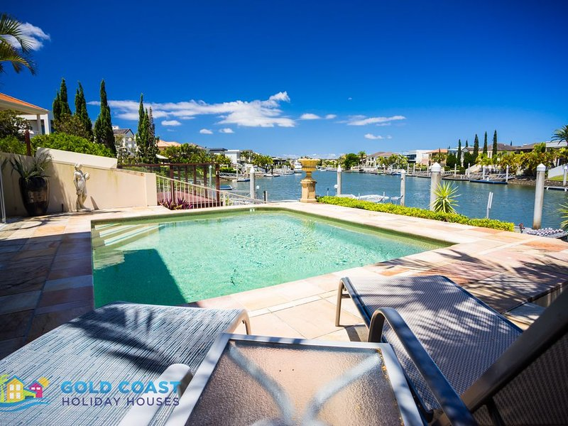 LUXE * SANCTUARY COVE, vacation rental in Runaway Bay