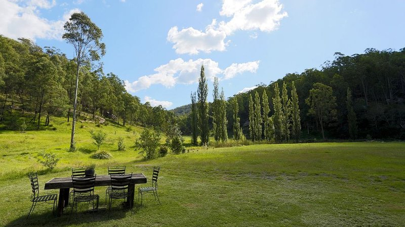 Knights Ridge eco-friendly Acreage and Cabin, holiday rental in Cessnock