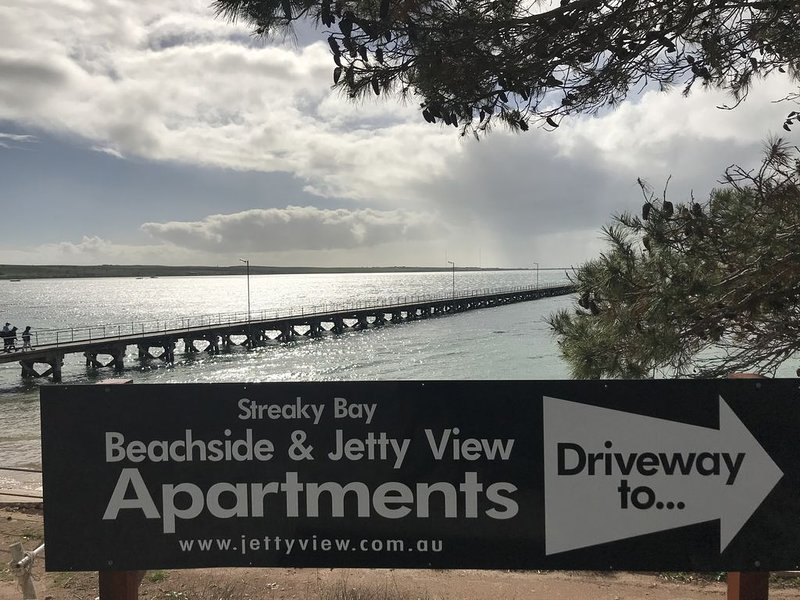 Beachside & Jettyview Apartments ( Captains Apt), holiday rental in Streaky Bay