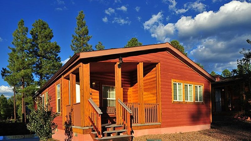 2  BDRM CABIN- PVC at the ROUNDHOUSE RESORT- GREAT LOCATION- HIKING-FISHING, location de vacances à Vernon