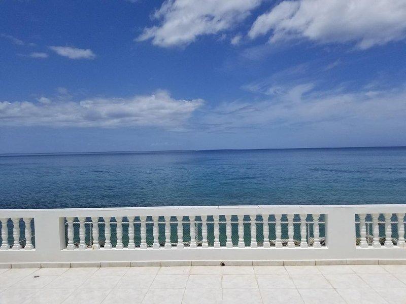 Casa Serrano Beach Front Terrace, holiday rental in Aguada