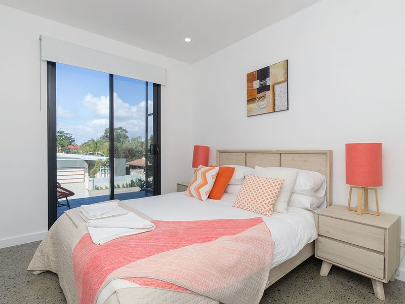 Sunset Place Apartments-The Orange First, holiday rental in Scarborough