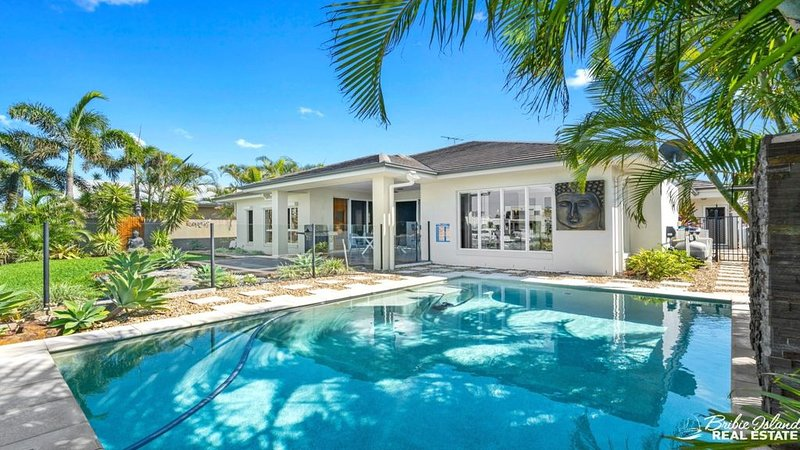 NEW TO THE MARKET - THINK LUXURY AND ELEGANCE!!, vacation rental in Moreton Bay Region