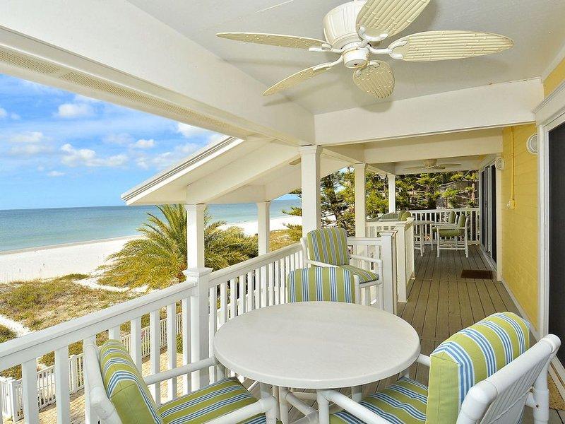 Sunset Villas 3 Million $ VIEWS/2 Balconies/BBQ/pool/Beachfront, holiday rental in Redington Shores