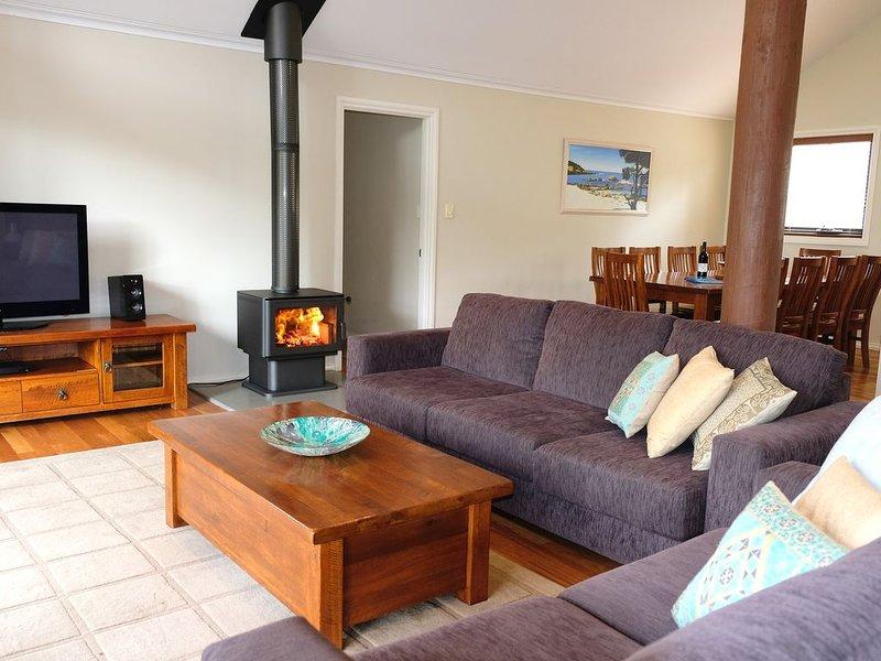 ★Treehouse, 3 acre elevated nature setting, 8 min town/beach★, location de vacances à Quindalup
