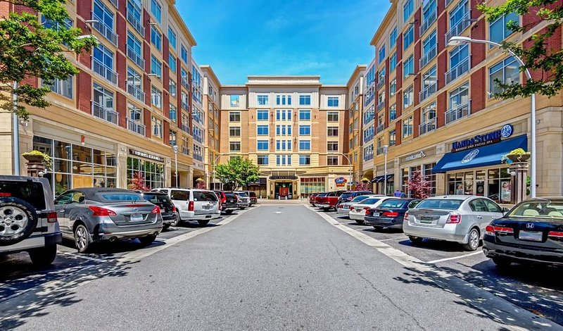 South Park Luxury Condo, holiday rental in Matthews