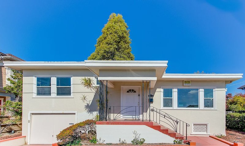 In the Heart of Berkeley, CA! Charming 2BR Home, holiday rental in Berkeley