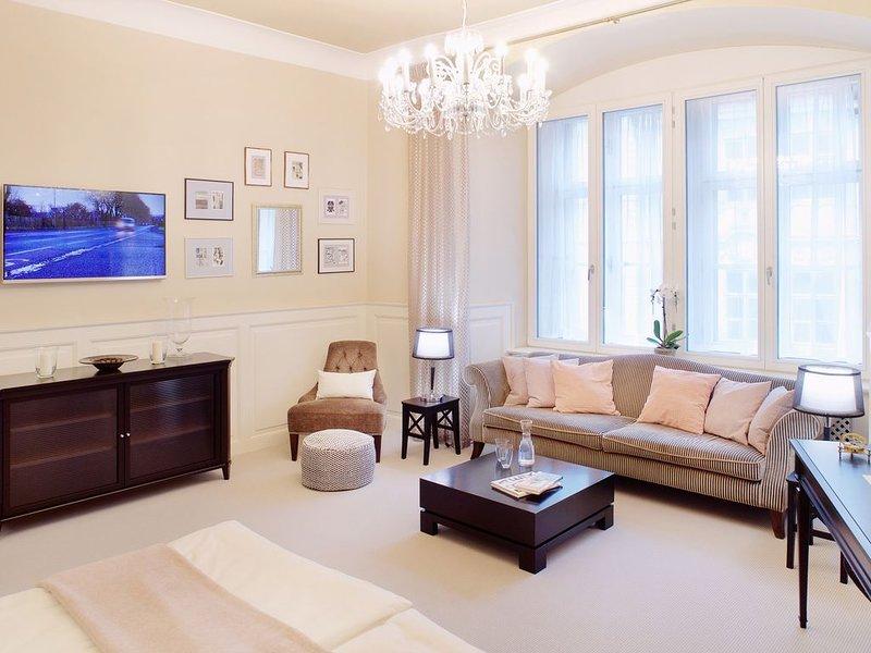 Charles Bridge flat I Soundproof  I Beautifully furnished I LIFT, holiday rental in Prague