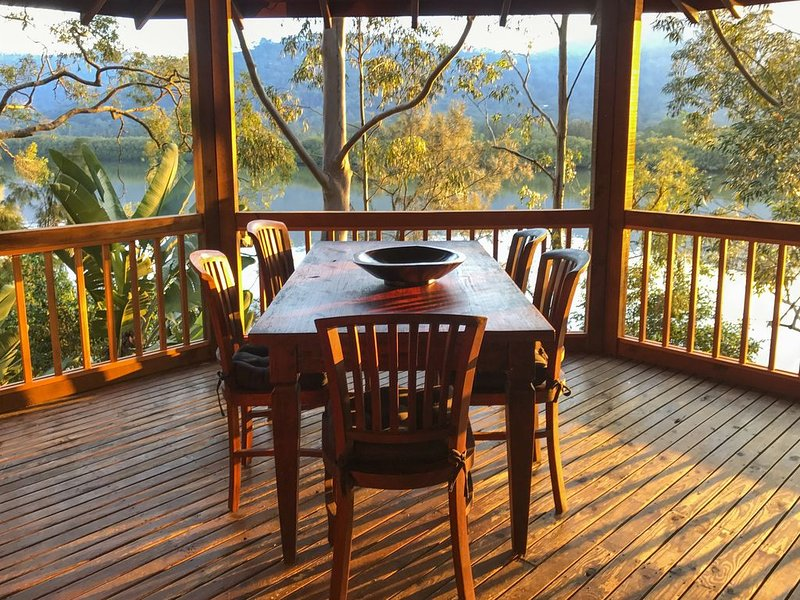 Tranquil waterfront escape only 90 mins drive from Sydney, holiday rental in Lower Portland