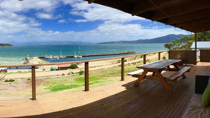Bruny Island Alonnah - Beachfront Ocean Views, aluguéis de temporada em Eggs and Bacon Bay