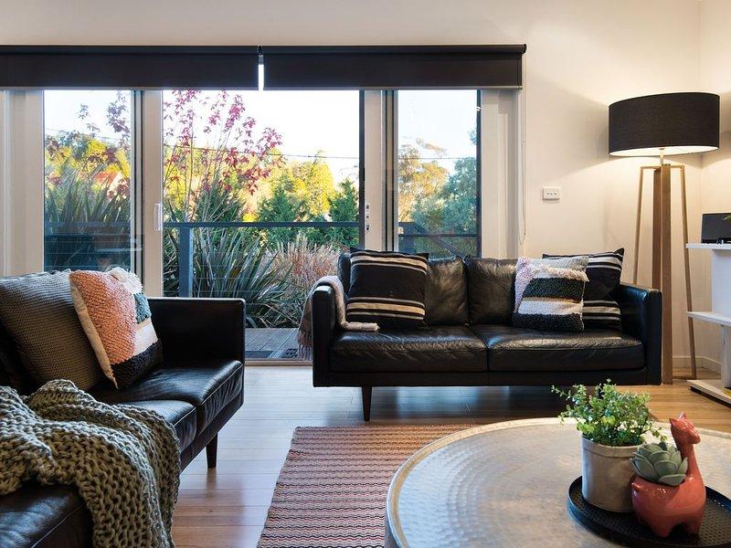 Delfryn-Gas Log Fire, Master bedroom with Spa bath. 2 Bathrooms, holiday rental in Daylesford