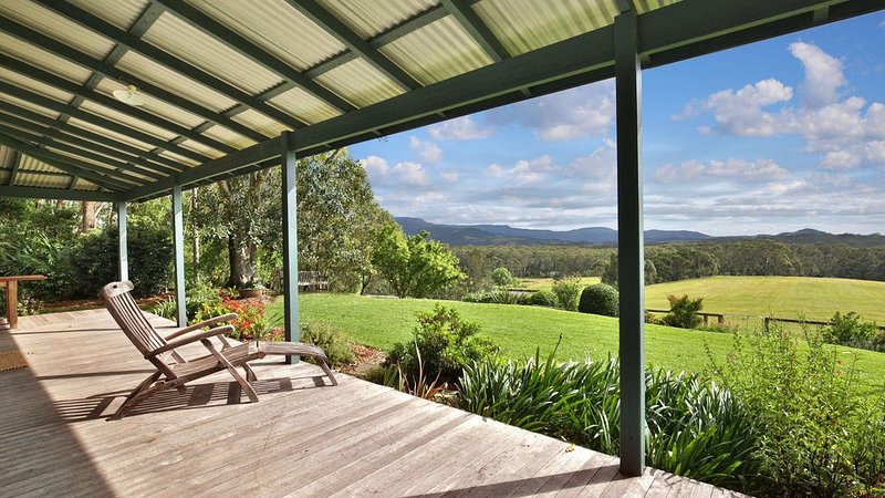 Borrowdale - Expansive Views of the Escarpment, holiday rental in Berry