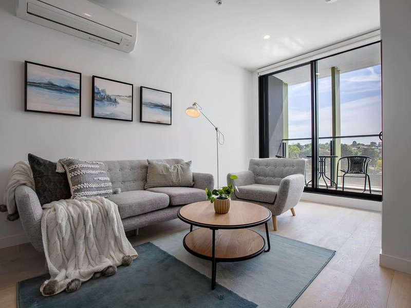 [Modern City] Comfy and warm Apt*Parkville+Carpark, vacation rental in Moonee Valley