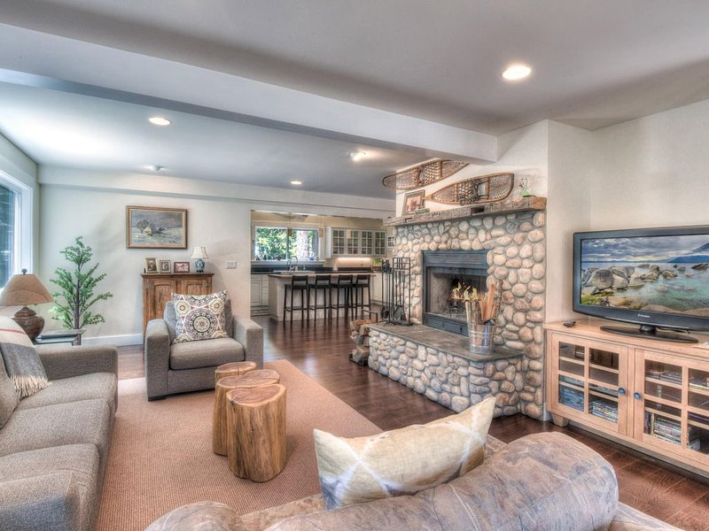 Ultimate paradise in Bearadise w/ HOA private pier and beach access, vacation rental in Tahoma