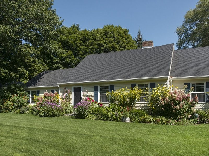 Well kept home in convenient Kennebunk location, holiday rental in Kennebunk