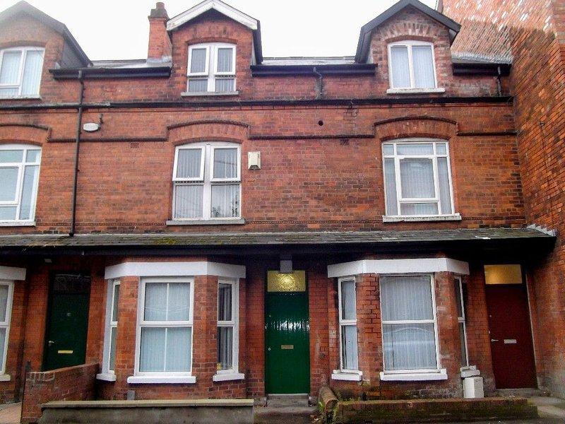 6 Bedroom Queens Quarter Townhouse, vacation rental in Belfast