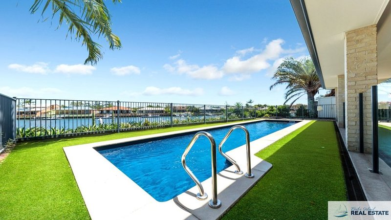 THE ULTIMATE WOW FACTOR CANAL HOME, vacation rental in Moreton Bay Region