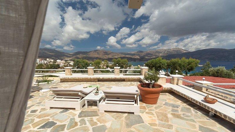 Luxurious Mediterranean Estate, aluguéis de temporada em Amoopi