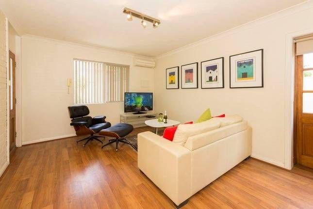 Mt Lawley Superb  2 BR  Minutes to CBD 1,great restaurants coffee shops clubs, location de vacances à Maylands