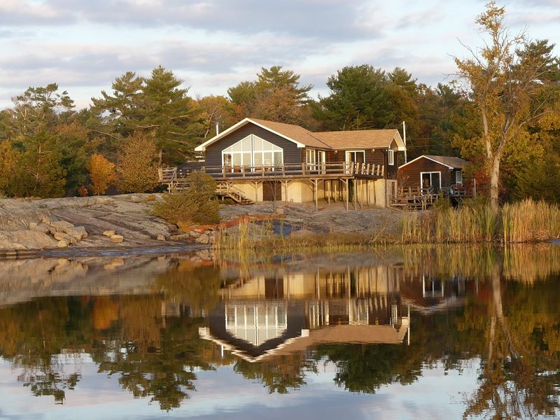 Island living in Honey Harbour, holiday rental in Big Chute