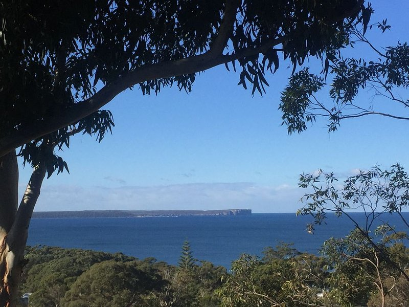 Incredible views of Jervis bay from sunrise to sunset from this beautiful house – semesterbostad i Hyams Beach