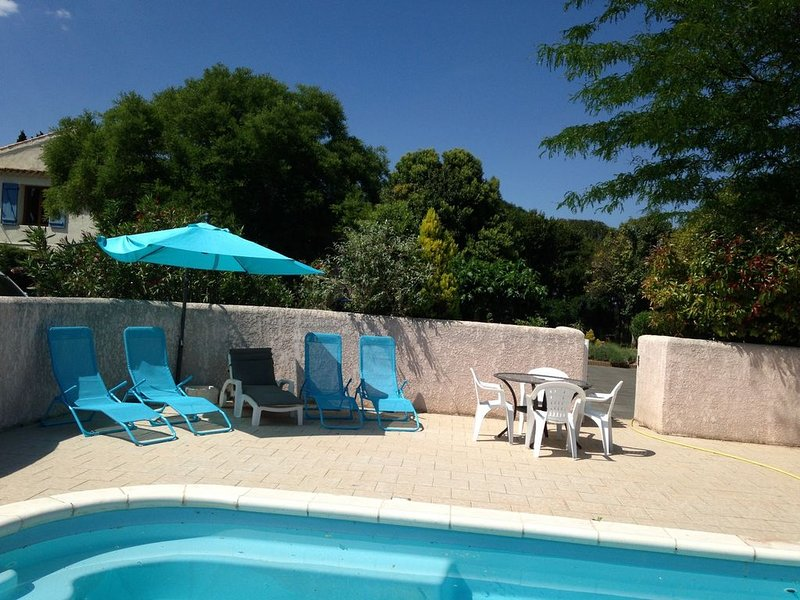 2 bedroom gite with aircon, large garden and swimming pool - near beaches., holiday rental in Maraussan