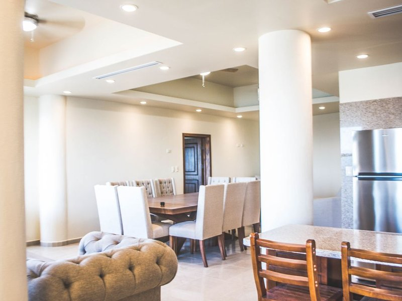 B2. Oceanview + 2 Bedroom +  Social area w/jacuzzi  + Private Beach + 4 people, vacation rental in Bahia Kino