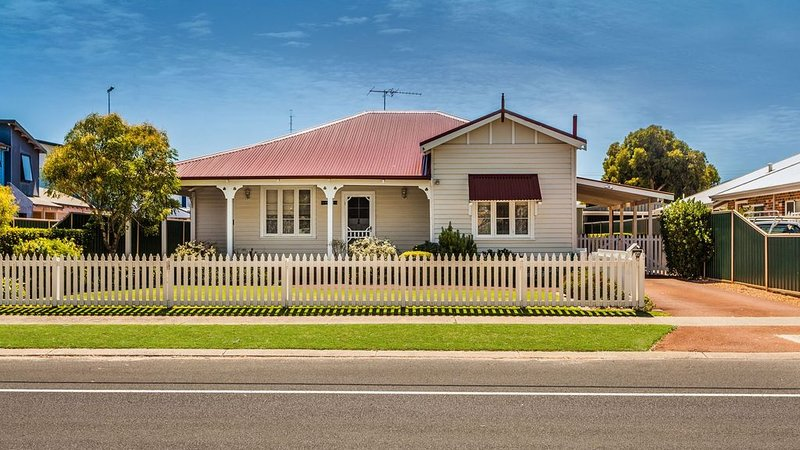 Busseltonia - a delightful character home., vacation rental in Busselton