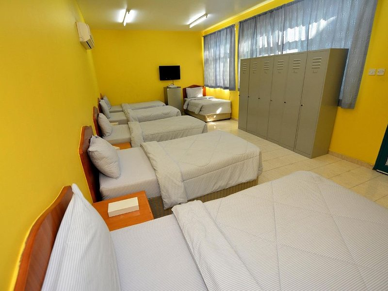 Dorm Room for 5_Yen Vy 32 Hotel, holiday rental in Binh Dinh Province