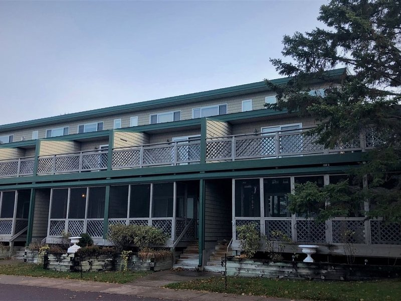 Downtown Condo Across from Joni`s Beach on Madeline Island, vacation rental in La Pointe