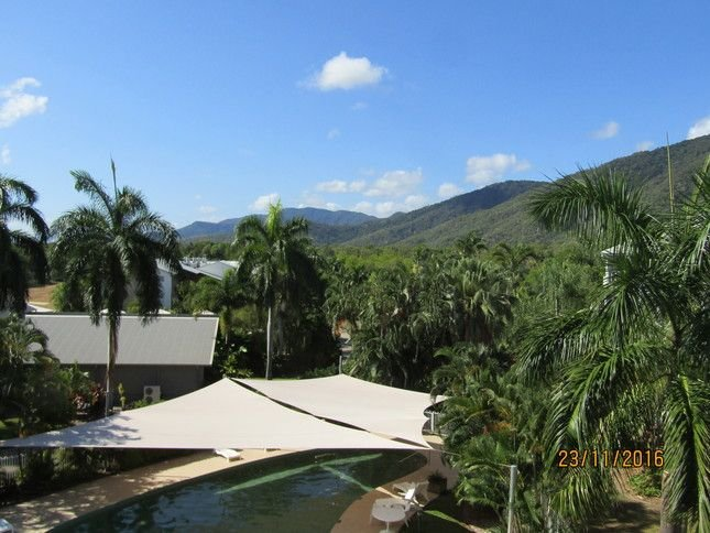 Large A/C Apartment  Free WiFi Foxtel Netflix Tropical mountain Views Pools, vacation rental in Palm Cove