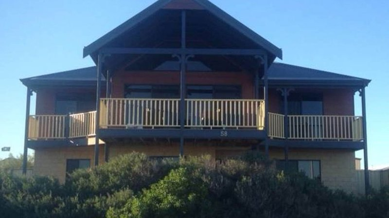 Absolute Beachfront Holiday House (Mid-West Region), holiday rental in Green Head