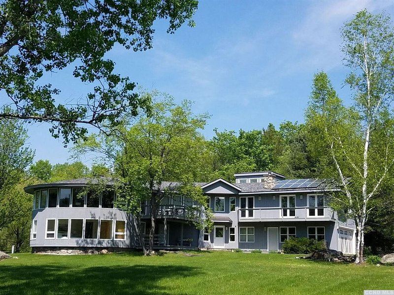 Spacious Mountain Escape - Minutes to Windham/Hunter, vacation rental in Oak Hill