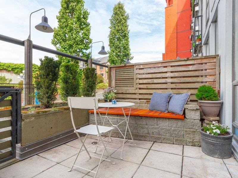Waterside Chinatown Studio w/ Large Private Terrace, holiday rental in Saanich